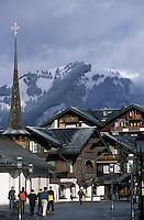 Europe/Suisse/Saanenland/Gstaad: La promenade et la chapelle St-Niklaus