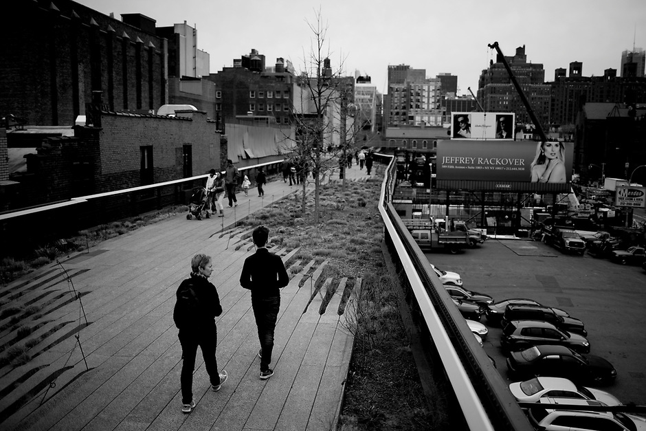 Pedestrians make their way northward along the High Line on Monday, April 7, 2014, in New York. (Photo by James Brosher)