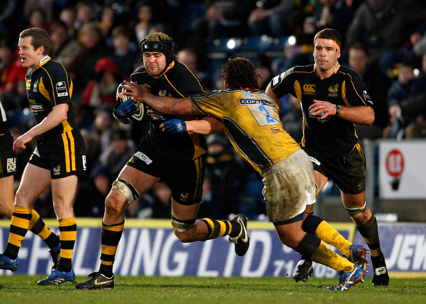 Photo: Richard Lane..London Wasps v Leeds Carnegie. Guinness Premiership. 05/01/2008..Wasps' Tom Palmer attacks.