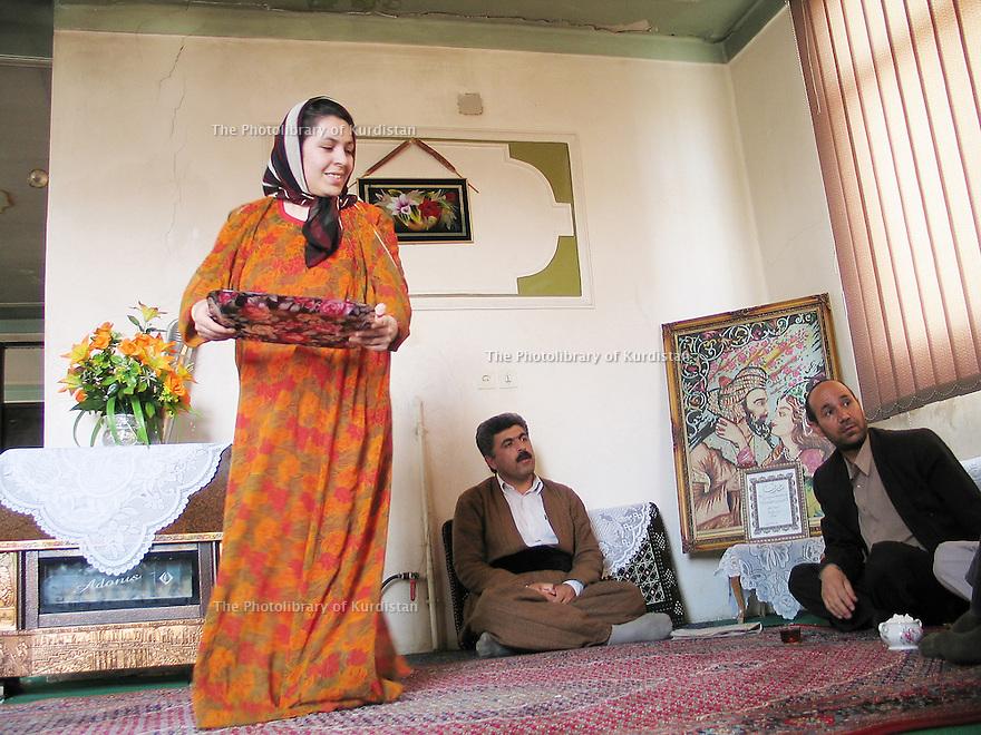 Iran 2004 Chez un d&eacute;put&eacute; kurde de Sanandaj: Amin Chabani.<br /> Iran 2004 Amin Shabani, Kurdish MP at home in Sanandaj