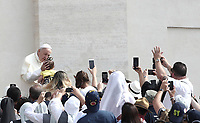 Papa Francesco accarezza una bambina al suo arrivo all'udienza generale del mercoledi' in Piazza San Pietro, Citta' del Vaticano, 6 giugno, 2018.<br /> Pope Francis caresses a child as he arrives to lead his weekly general audience in St. Peter's Square at the Vatican, on June 6, 2018.<br /> UPDATE IMAGES PRESS/Isabella Bonotto<br /> <br /> STRICTLY ONLY FOR EDITORIAL USEUPDATE