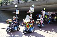 Nederland Amsterdam -  juli 2018.    Amsterdam viert 50 jaar Bijlmer. De SouthEast Parade. Deze parade wordt georganiseerd om de diversiteit van Amsterdam Zuidoost te laten zien. Senioren op versierde scootmobielen.   Foto mag niet in negatieve context gepubliceerd worden.     Foto Berlinda van Dam /  Hollandse Hoogte