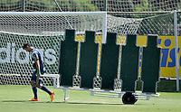SÃO PAULO.SP. 03.04.2015 - PALMEIRAS TREINO - Robinho meia do Palmeiras durante o treino na Academia de Futebol zona oeste na nesta sexta feira 03.  ( Foto: Bruno Ulivieri / Brazil Photo Press )