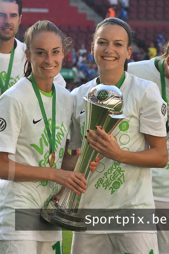 20170527 - KOELN , GERMANY : Wolfsburg's Tessa Wullaert (L) and team mate  pictured during the final of German Women's Cup 2017 - Pokal Final Frauen , a soccer women game between SC Sand and holders VfL Wolfsburg  , at the Rhein Energie Stadion , saturday 27 th Mayl 2017 . PHOTO SPORTPIX.BE | DIRK VUYLSTEKE