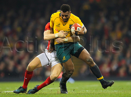 11th November 2017, Principality Stadium, Cardiff, Wales; Autumn International Series, Wales versus Australia; Samu Kerevi of Australia is tackled by Dan Biggar of Wales