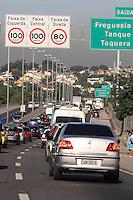 Rio de  Janeiro,30 de Maio de 2012 - Movimentação  intensa  na  linha  amarela , sentido  Barra da  Tijuca.<br /> Guto Maia Brazil Photo Press