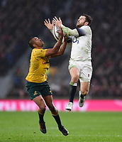 Elliot Daly of England competes with Kurtley Beale of Australia for the ball in the air. Old Mutual Wealth Series International match between England and Australia on November 18, 2017 at Twickenham Stadium in London, England. Photo by: Patrick Khachfe / Onside Images