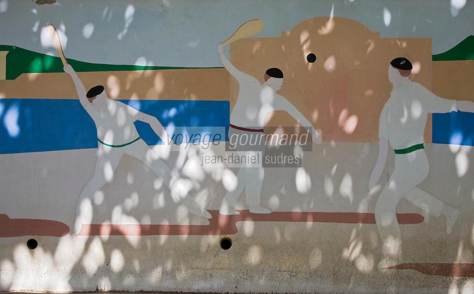 Europe/France/Aquitaine/64/Pyrénées-Atlantiques/Pays Basque/Saint-Jean-de-Luz:  détail peinture murale sur le fronton municipal représentant la pelote basque