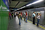 Estação do metrô. São Paulo. 2007. Foto de Juca Martins.