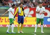 FUSSBALL   1. BUNDESLIGA  SAISON 2011/2012   6. Spieltag 1 FC Nuernberg - SV Werder Bremen         17.09.2011 Claudio Pizarro , Torwart Tim Wiese , Sebastian Proedl (v. li., SV Werder Bremen)