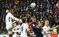 Sebastien Haller (Eintracht Frankfurt) steigt hoch - 09.12.2017: Eintracht Frankfurt vs. FC Bayern München, Commerzbank Arena
