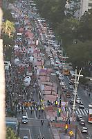 SÃO PAULO,SP, 29.05.2015 - PROFESSORES-SP - Professores da rede estadual de São Paulo, em greve desde o dia 13 de março, na Avenida Paulista, na região central de São Paulo, nesta tarde de sexta-feira (29). (Foto: Gabriel Soares/Brazil Photo Press)