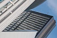 Un détail de la philharmonie du Luxembourg devant le nouveau centre de conférence et de congrès européen.