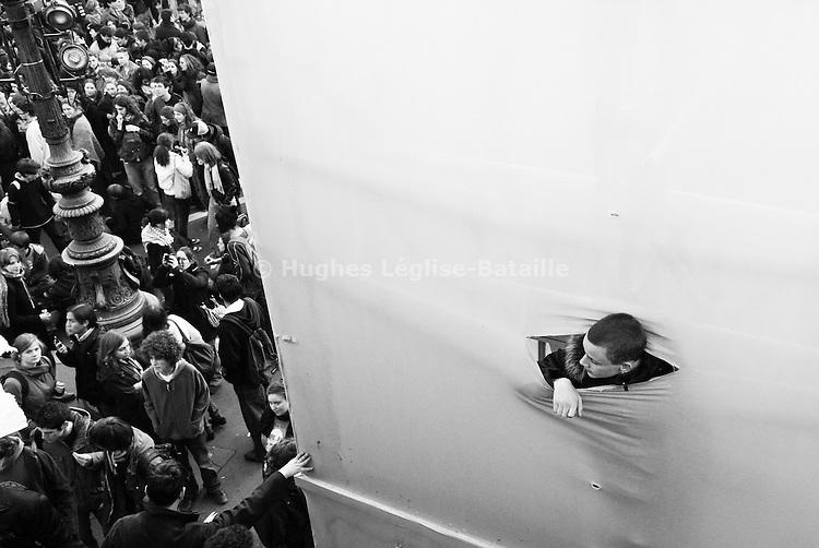 Le 27 novembre 2007,  2000 manifestants se rassemblent place de la République avant de défiler jusqu'au Ministère de l'Enseignement Supérieur et de la Recherche, rue Descartes.