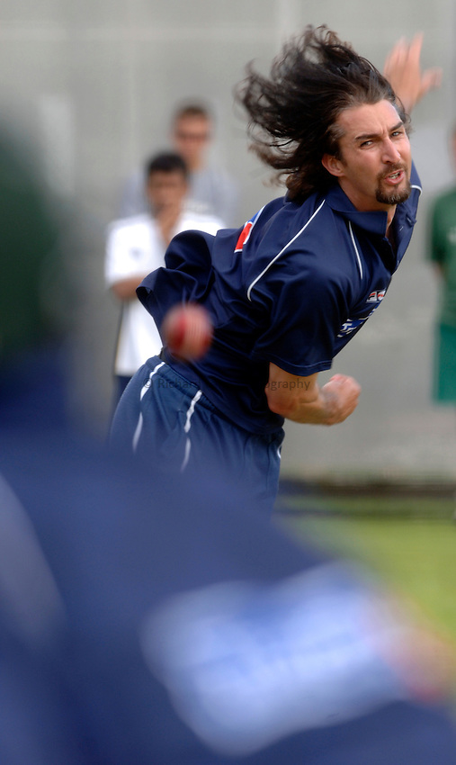Photo: Glyn Thomas..Australia training. nPower Test Match Series, The Ashes 2nd Test..03/08/2005..Australia's Jason Gillespie bowls in the nets.