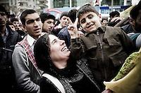 Meeting électoral du BDP (le parti de la paix et de la démocratie), le parti politique kurde le plus puissant, dans la ville nouvelle de Mardin. La parité est une réalité dans les rangs du parti. La ville se trouve à 50km au nord de la frontière syrienne en plein Kurditan de Turquie.