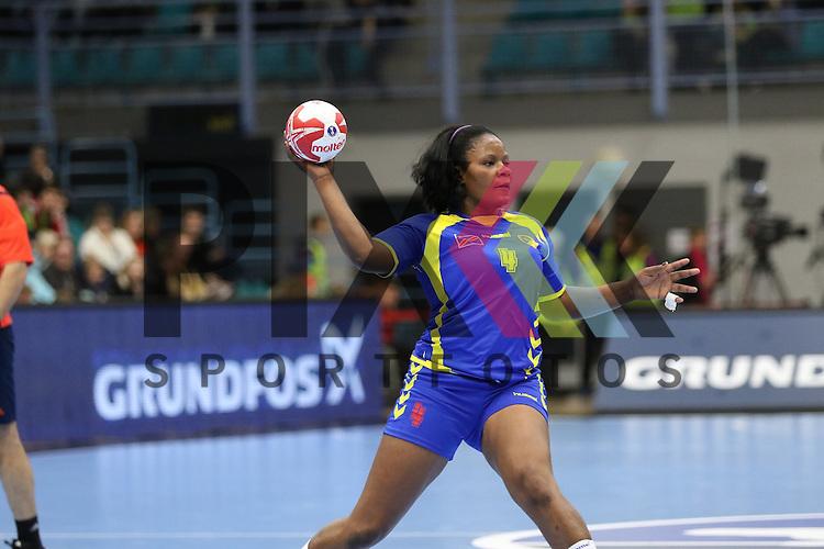 Kolding (DK), 07.12.15, Sport, Handball, 22th Women's Handball World Championship, Vorrunde, Gruppe C, DR Kongo-Brasilien : Olga Milemba (DR Kongo, #05)<br /> <br /> Foto &copy; PIX-Sportfotos *** Foto ist honorarpflichtig! *** Auf Anfrage in hoeherer Qualitaet/Aufloesung. Belegexemplar erbeten. Veroeffentlichung ausschliesslich fuer journalistisch-publizistische Zwecke. For editorial use only.