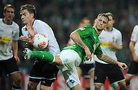 FUSSBALL   1. BUNDESLIGA    SAISON 2012/2013    8. Spieltag   SV Werder Bremen - Borussia Moenchengladbach  07.10.2012 Marko Arnautovic (re, SV Werder Bremen) gegen Thorben Marx (li, Borussia Moenchengladbach)