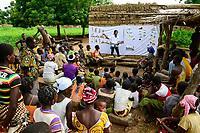 BURKINA FASO, Provinz Ioba, Dano, health and nutrition workshop / PAH Kurs Ernaehrung und Hygiene fuer Dorfbewohner