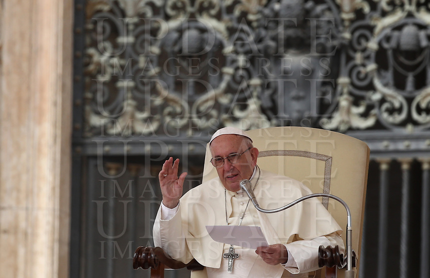 Papa Francesco tiene l'udienza generale del mercoledi' in Piazza San Pietro, Citta' del Vaticano, 18 aprile, 2018.<br /> Pope Francis leads his weekly general audience in St. Peter's Square at the Vatican, on April 18, 2018.<br /> UPDATE IMAGES PRESS/Isabella Bonotto<br /> <br /> STRICTLY ONLY FOR EDITORIAL USE