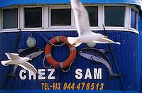 """Afrique/Maghreb/Maroc/Essaouira : Détail de la façade du restaurant """"Chez Sam"""" sur le port"""