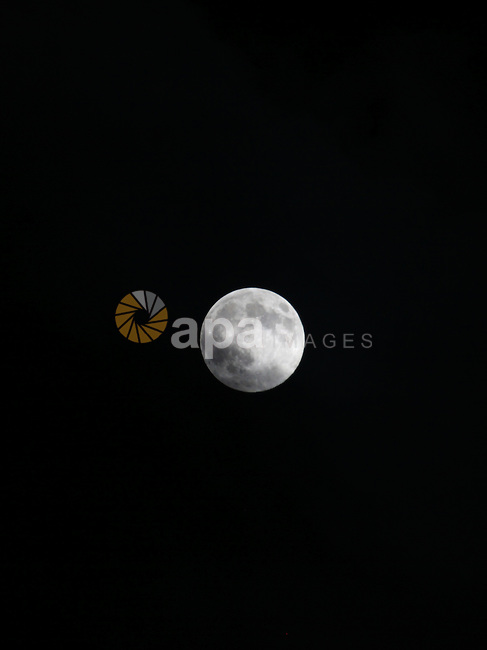 A perigee moon, also known as a super moon, raises over the Gaza city on August 10, 2014. Palestinian and Israeli negotiators on Sunday said they had accepted an Egyptian proposal for a new 72-hour truce with Israel, clearing the way for a possible resumption of talks on a long-term cease-fire arrangement in the Gaza Strip. Photo by Mohammed Othman