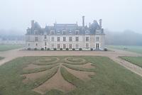 France, Loir-et-Cher (41), Cellettes, Château de Beauregard et parc, façade sud-ouest (vue aérienne)