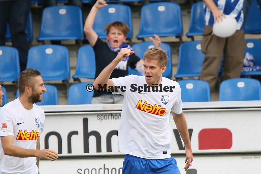 Torjubel Simon Terodde (Bochum) nach dem Elfmetertor zum 1:3, dahinter ein trauriger FSV Fan - FSV Frankfurt vs. VfL Bochum, Frankfurter Volksbank Stadion