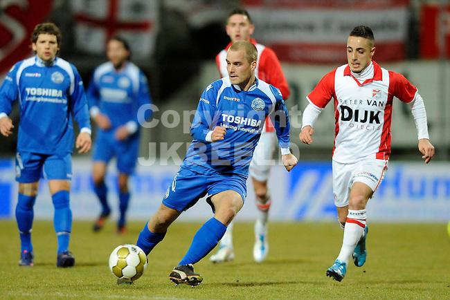 EMMEN - Voetbal, FC Emmen - FC  Den Bosch, Jupiler League, Unive stadion, seizoen 2011-2012, 20-02-2012 Den Bosch speler Jeffrey Vlug (l) met Emmen speler Mehmet Boztepe.