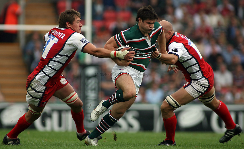 Photo: Paul Thomas..Leicester Tigers v Gloucester Rugby. Guinness Premiership. 16/09/2006...Leicester's Dan Hipkiss tries to cut through James Forrester (L) and Will James (R) of Gloucester.