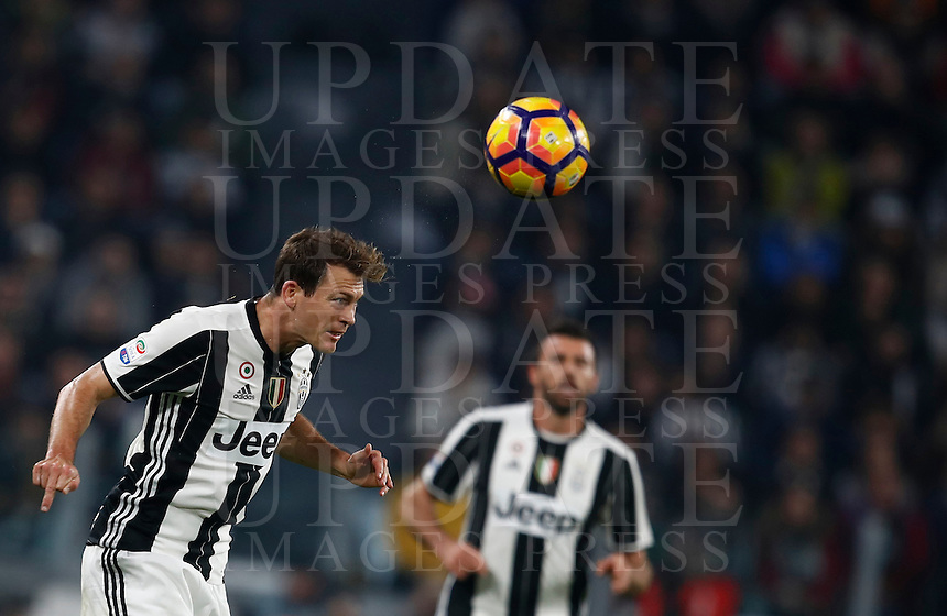 Calcio, Serie A: Juventus Stadium. Torino, Juventus Stadium, 29 ottobre 2016.<br /> Juventus' Stephan Lichsteiner heads the ball during the Italian Serie A football match between Juventus and Napoli at Turin's Juventus Stadium, 29 October 2016. Juventus won 2-1.<br /> UPDATE IMAGES PRESS/Isabella Bonotto