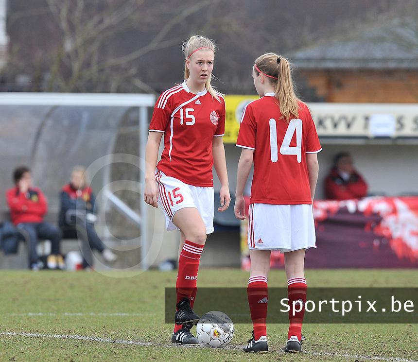 Denmark U17 - Belgium U17 : Mathilde Jessen (links) aan de aftrap.foto DAVID CATRY / Vrouwenteam.be