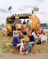 Culinair festival het Hoofdgerecht op het Stenen Hoofd in Amsterdam. Festival met Food Trucks