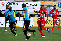 TUNJA -COLOMBIA, 24-02-2016. Diego A. Alvarez (Der) jugador de Patriotas FC disputa el balón con Miller Mosquera (Izq) jugador de La Equidad durante partido por la fecha 6 de la Liga Águila I 2016 realizado en el estadio La Independencia en Tunja./ Diego A. Alvarez (R) player of Patriotas FC fights for the ball with Miller Mosquera (L) player of La Equidad during match for the date 6 of Aguila League I 2016 at La Independencia stadium in Tunja. Photo: VizzorImage/César Melgarejo/ Cont