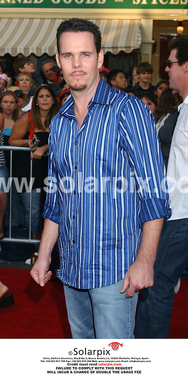 ALL ROUND PICTURES FROM SOLARPIX.COM.*MUST CREDIT SOLARPIX.COM OR DOUBLE FEE WILL BE CHARGED*.**NOT FOR SYNDICATION IN FRANCE**.The premiere of the film 'PIRATES OF THE CARIBBEAN' at the Disneyland Theatre in Anaheim in California in the USA. on June 24, 2006..This pic:Kevin Dillon, star of HBO's ENTOURAGE,  arrives at the premiere..DATE.26.06.06-JOB REF:2524-GLS
