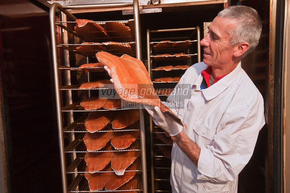 Europe/France/Aquitaine/64/Pyrénées-Atlantiques/Béarn/Pau: chez Jean-Marc Casteigt, fumeur de saumon, Maître Artisan Saurisseur -  Jean-Marc Casteigt dans son fumoir