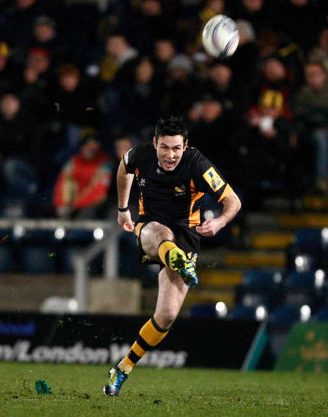 Photo: Richard Lane/Richard Lane Photography. London Wasps v Aviron Bayonne. Amlin Challenge Cup. 13/12/2012. Wasps' Stephen Jones kicks.
