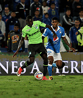 BOGOTA - COLOMBIA - 18 – 11 - 2017: Andres Mosquera (Der.) jugador de Millonarios disputa el balón con Stiven Renteria (Izq.) jugador de Deportivo Cali, durante partido de la fecha 20 entre Millonarios y Deportivo Cali, por la Liga Aguila II-2017, jugado en el estadio Nemesio Camacho El Campin de la ciudad de Bogota. / Andres Mosquera (R) player of Millonarios vies for the ball with Stiven Renteria (L) player of Deportivo Cali, during a match of the date 20th between Millonarios and Deportivo Cali, for the Liga Aguila II-2017 played at the Nemesio Camacho El Campin Stadium in Bogota city, Photo: VizzorImage / Luis Ramirez / Staff.