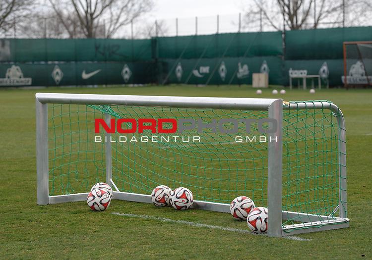 26.03.2015, Trainingsgelaende, Bremen, GER, 1.FBL, Training Werder Bremen, im Bild Feature Mini-Tor<br /> <br /> Foto &copy; nordphoto / Frisch