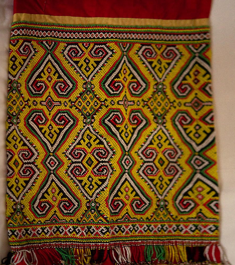 ANTIQUE IBAN DAYAK BEADED WOVEN SKIRT JACKET SET. BORNEO.