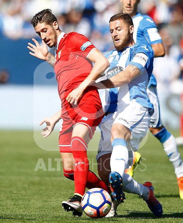 CD Leganes' David Timor (r) and Sevilla FC's Sergio Escudero during La Liga match. October 15,2016. (ALTERPHOTOS/Acero)
