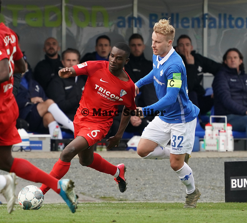 Fabian Holland (SV Darmstadt 98) gegen Jordi Osei-Tutu (VfL Bochum) - 07.03.2020: SV Darmstadt 98 vs. VfL Bochum, Stadion am Boellenfalltor, 2. Bundesliga<br /> <br /> DISCLAIMER: <br /> DFL regulations prohibit any use of photographs as image sequences and/or quasi-video.