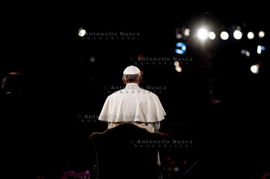 Papa Francesco arriva al Colosseo per la Celebrazione della Via Cruicis.