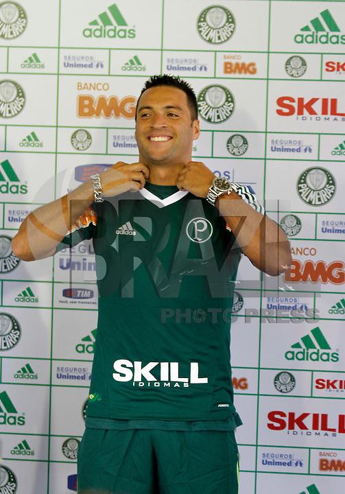 O jogador Daniel Carvalho é apresentado no inicio da tarde de hoje no CT da Barra Funda,na zona oeste de Sao Paulo, na manha desta terça-feira 10.FOTO ALE VIANNA - NEWS FREE.