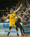 14.04.2018, EWE Arena, Oldenburg, GER, BBL, EWE Baskets Oldenburg vs s.Oliver W&uuml;rzburg, im Bild<br /> in den Weg gestellt..<br /> Rasid MAHALBASIC (EWE Baskets Oldenburg #24)<br />  Abdul GADDY (s.Oliver W&uuml;rzburg #3 )<br /> Foto &copy; nordphoto / Rojahn