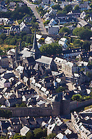 Europe/France/Pays de la Loire/44/Loire-Atlantique/Parc Naturel Régional de Brière/Guérande:  Vue aérienne de la  cité médiévale, la  Porte Saint-Michel, les  remparts et la  la Collégiale Saint-Aubin //  France, Loire Atlantique, Parc Naturel Regional de Briere (Regional Natural Park of Briere), Guerande, Aerial View of the medieval town, the Porte Saint Michel, the walls and the church of Saint Aubin