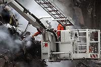 RIO DE JANEIRO,27 DE JANEIRO DE 2011- Foi enconrado o 7º corpo de vítima do desabamento .<br /> foto:  Guto Maia/ News Free