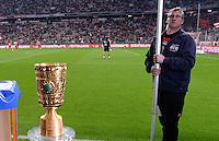 FUSSBALL  DFB-POKAL  HALBFINALE  SAISON 2012/2013    FC Bayern Muenchen - VfL Wolfsburg            16.04.2013 DFB Pokal im Fokus einer Sicherheitskraft
