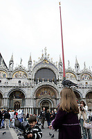 Bambini giocano con i piccioni di fronte alla Basilica di San Marco a Venezia.<br /> Children play with pigeons in front of the Patriarchal Cathedral Basilica of St. Mark in Venice.<br /> UPDATE IMAGES PRESS/Riccardo De Luca