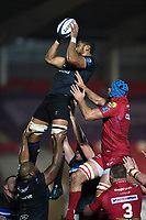 Taulupe Faletau of Bath Rugby wins the ball at a lineout. European Rugby Champions Cup match, between the Scarlets and Bath Rugby on October 20, 2017 at Parc y Scarlets in Llanelli, Wales. Photo by: Patrick Khachfe / Onside Images